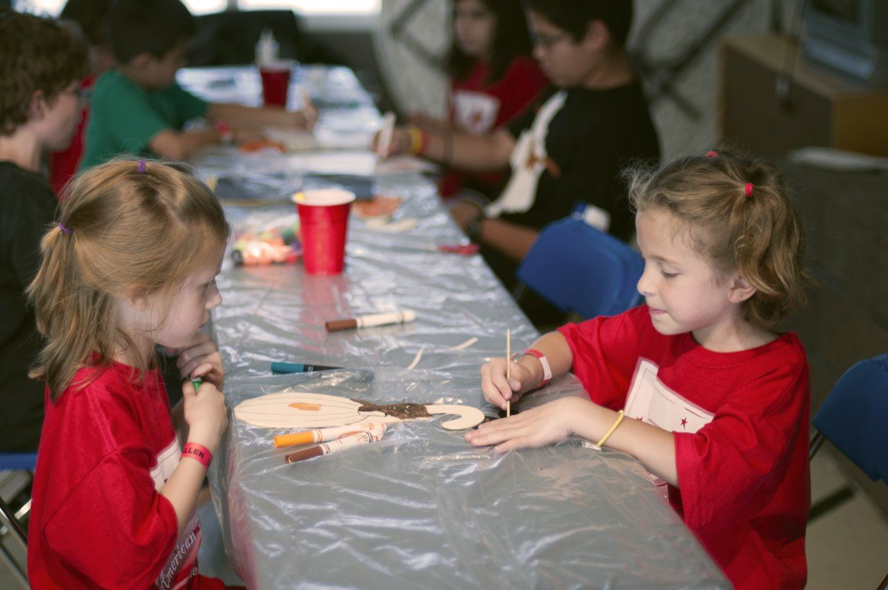 children making crafts at summer camp